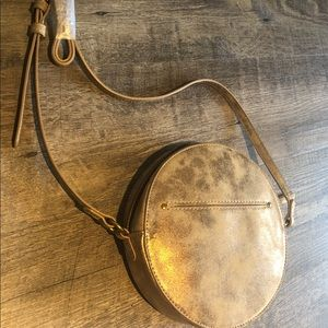 Purse- round and gold